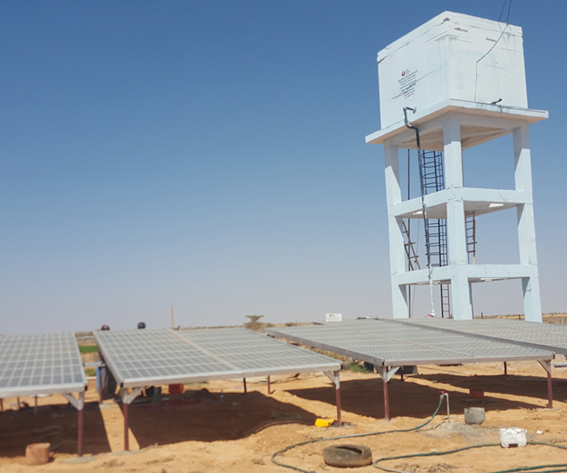 Installation of photovoltaic plant operating a water tank. Photo: Norwegian Church Aid, Somalia
