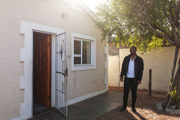 Arnold outside the center I Gugulethu where he works. This center receives LHBTI-persons in need of protection.