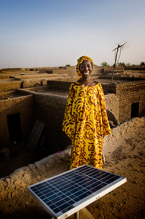 Leïnabou Abdoulaye is one of the women now working full time repairing and installing solar panels. Photo:Greg Rødland Buick/Norwegian Church Aid